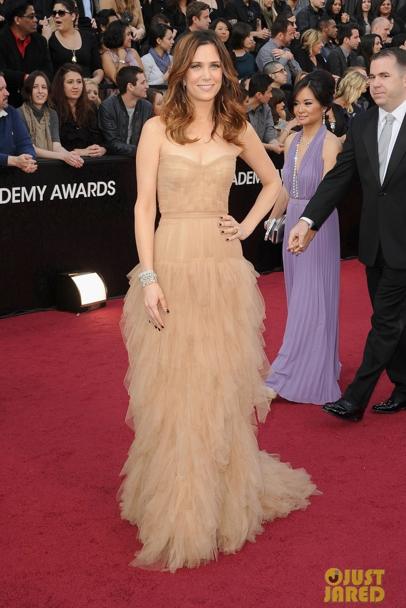 Kristen-wiig-2012-oscars-red-carpet-04.full