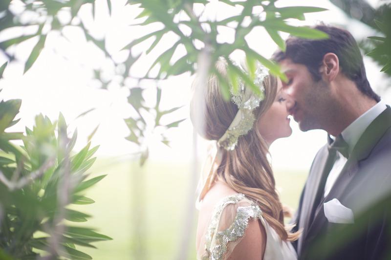 Beach-wedding-bright-wedding-color-palette-pink-bride-groom-kiss.full