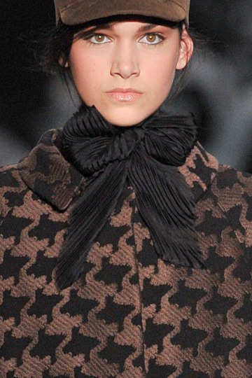 Wwd-color-palettes-ermanno-scervino-cocoa-black-winter-wedding.full