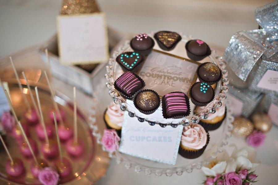 Glittery-wedding-reception-non-cake-wedding-desserts.full