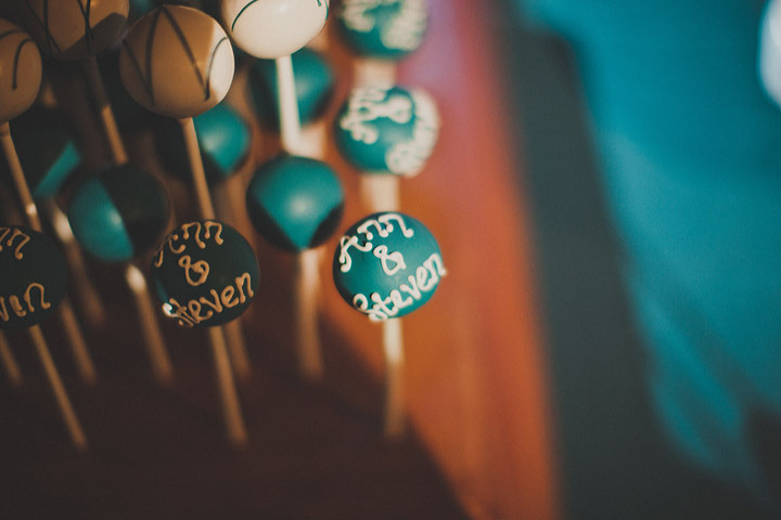 Personalized-cake-pops-for-wedding-guests.full