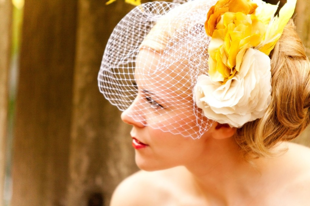Romantic-wedding-hair-accessories-birdcage-veil-yellow-feathers.full