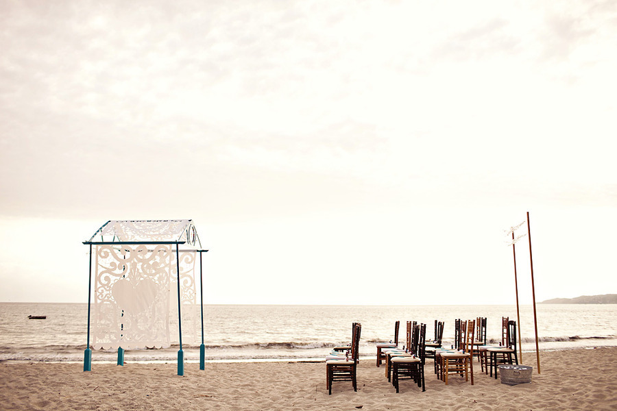 Elegant-beach-wedding-ceremony-setup.full