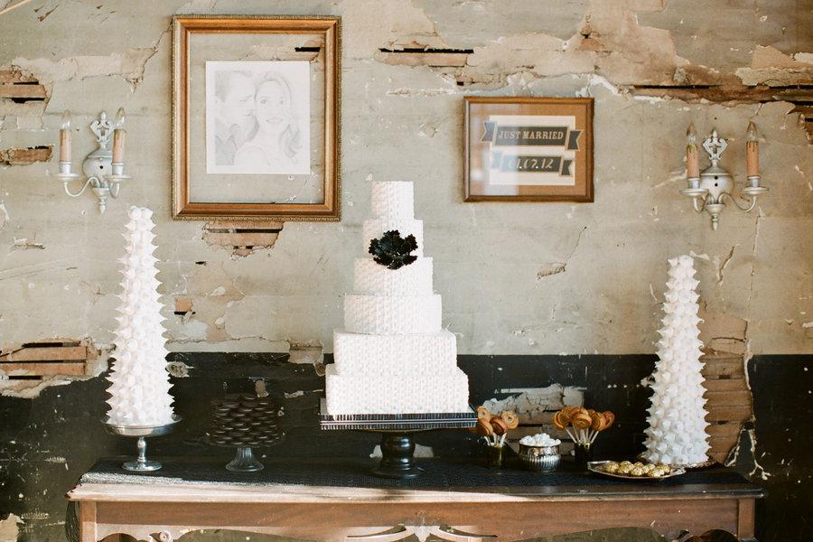 White-wedding-cakes-black-gold-details.full