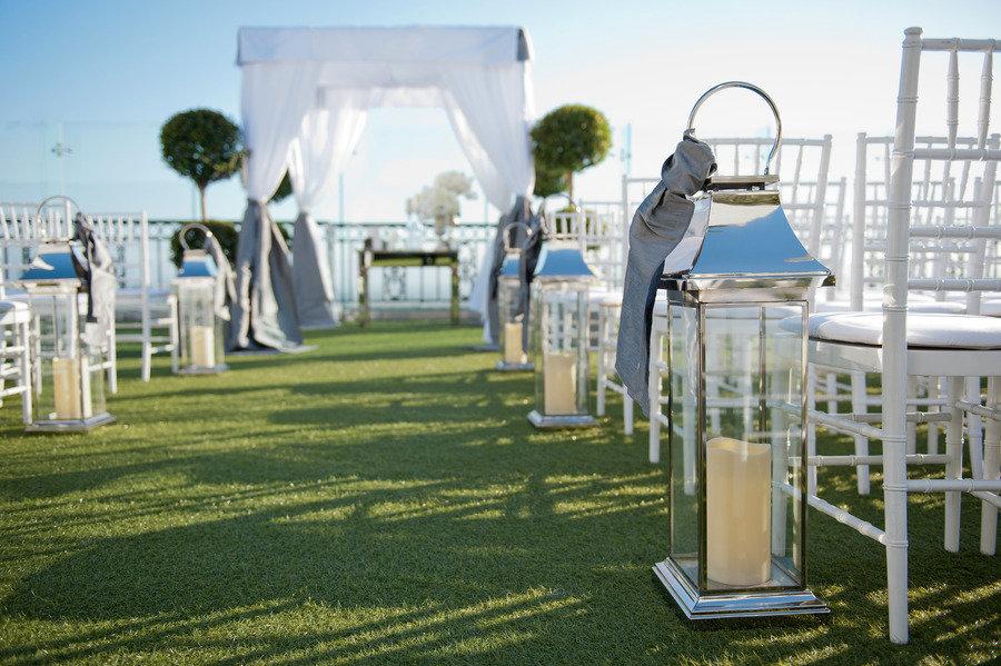 Outdoor-wedding-ceremony-simple-decor.full