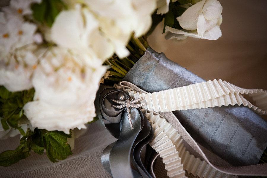 Elegant-bridal-bouquet-white-wedding-flowers.full
