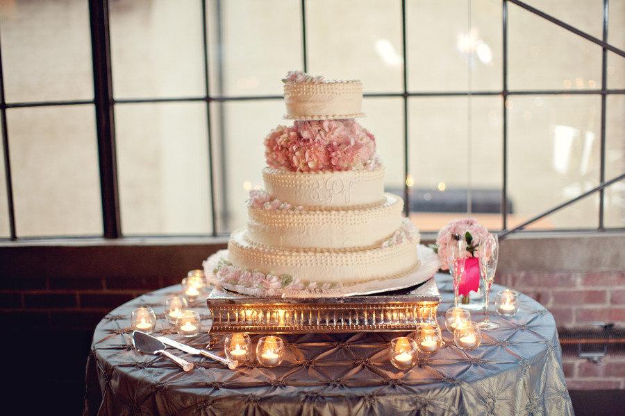 Romantic-wedding-cake-blush-pink-wedding-flowers.full