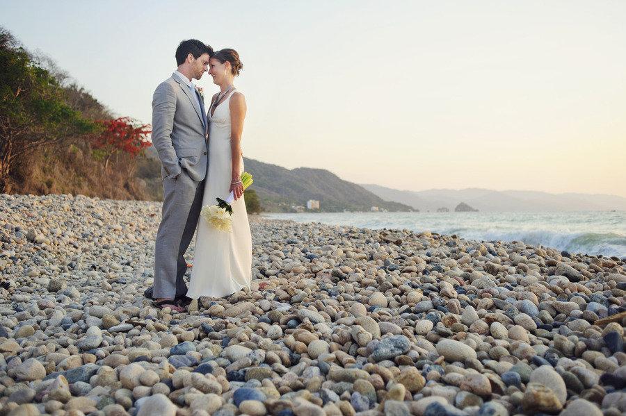 Bride-groom-beach-wedding-photo.full