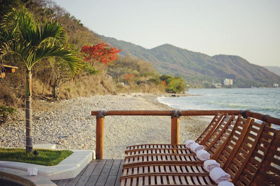 Budget-wedding-ideas-mini-moon-honeymoon.full