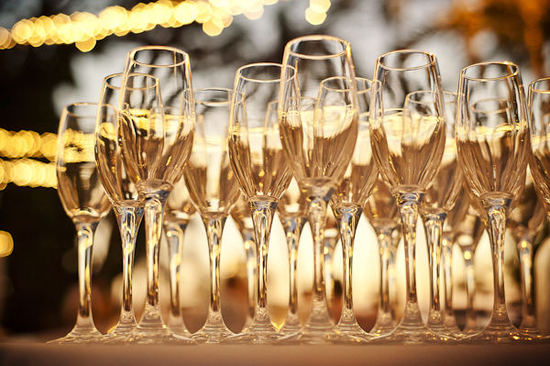 budget wedding ideas champagne cocktails