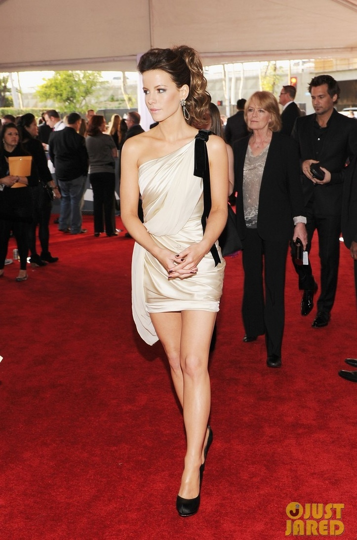 Kate-beckinsale-grammys-2012-little-white-dress-wedding-reception.full