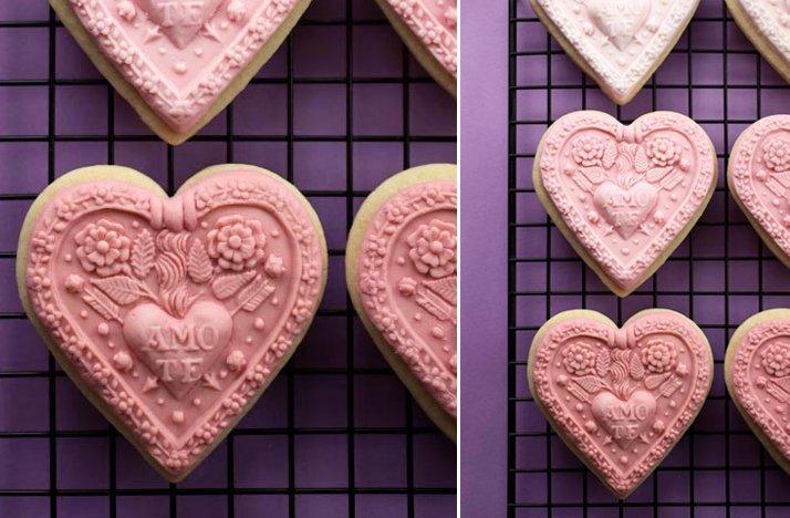 Elegant-heart-shaped-cookies-diy-wedding-favors.full