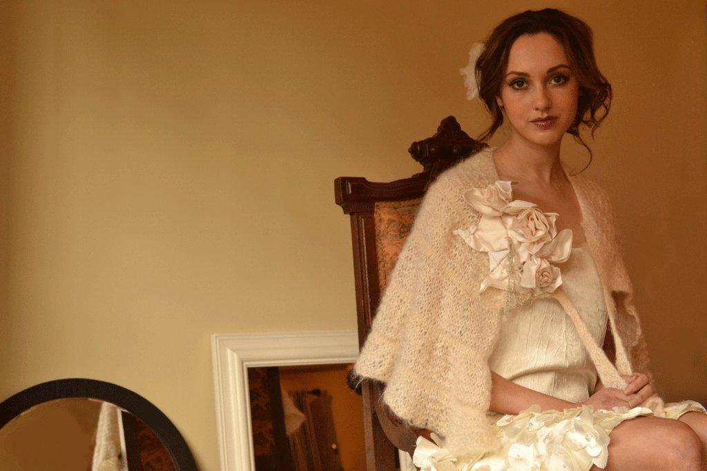 Bridal-style-eco-friendly-vintage-wedding-attire.full