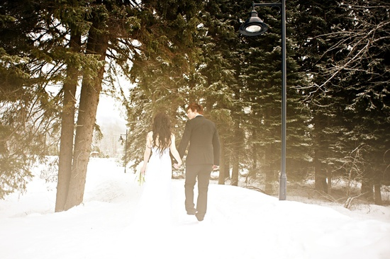 outdoor winter wedding photography snowy