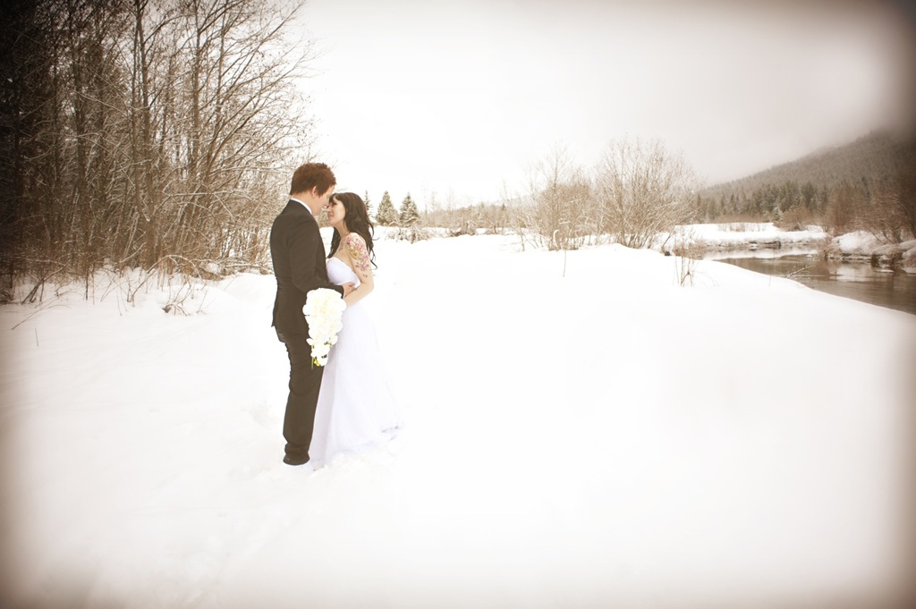 Outdoor-winter-wedding-photography-white-orchid-bridal-bouquet.full