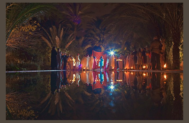 Desert-wedding-offbeat-wedding-style-casual-outdoor-reception-at-night.full