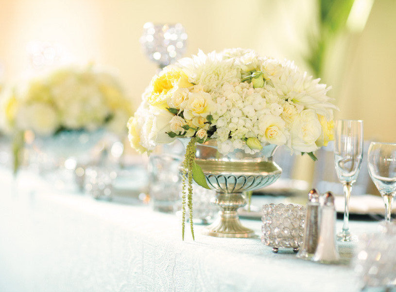 Spring summer wedding white yellow wedding flowers for Yellow flower arrangements centerpieces