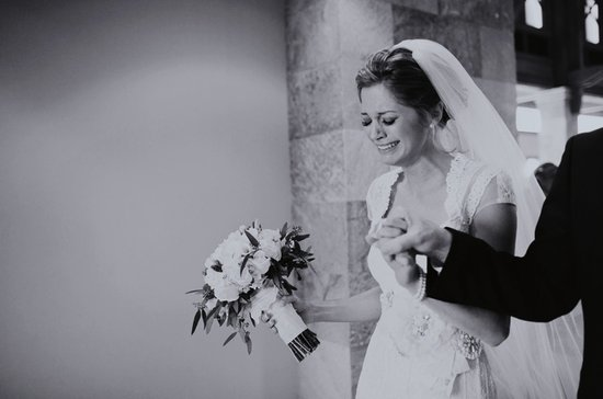 unforgettable wedding photos bride cries at ceremony