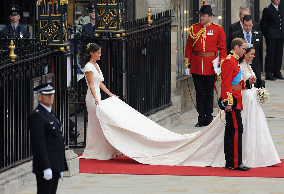 Royal-wedding-up-close-pippa-bridesmaid-duties-wedding-dress-train.full