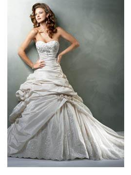 photo of Eldiváz Bridal Fashions, LLC