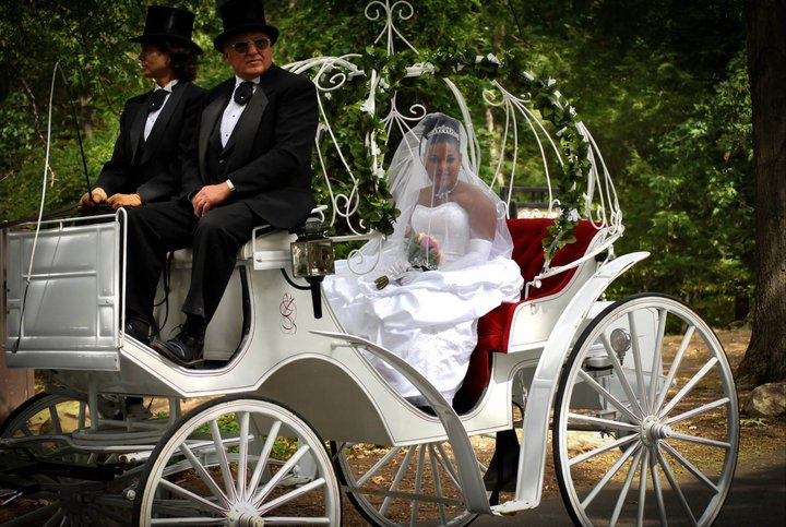 Tati_and_steph_carriage.full