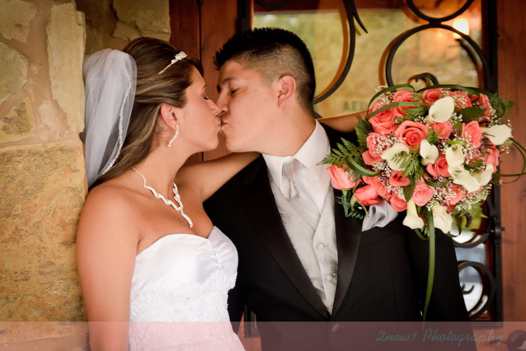 Central_texas_weddings_jessica_robert_sneak_peek_3.full