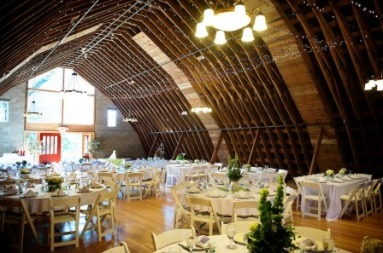 Barn_interior_wedding