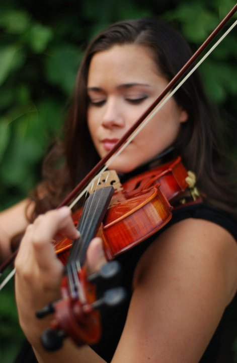 photo of Ariana Straznicky, Violinist