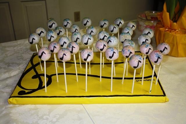 Cupcake-novelties-cake-pops-display-music.original.full