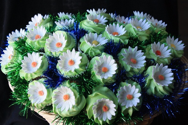 Cupcake-novelties-cupcake-bouquet-bridal-shower-daisies.original.full