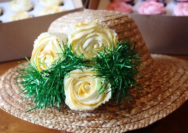 Cupcake-novelties-cupcake-bouquet-centerpiece-strawhat.original.full