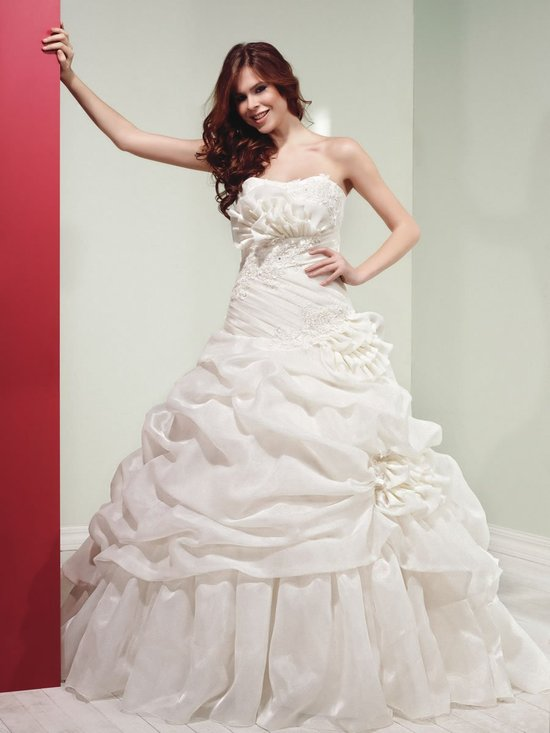 www.weddingdressonlinestore.com