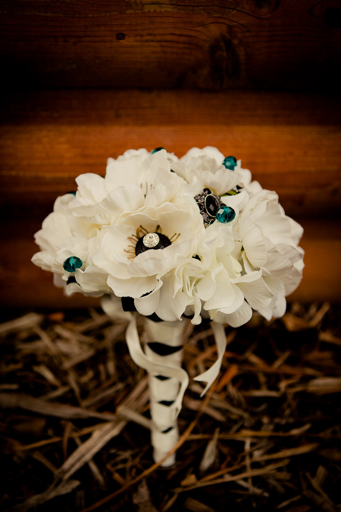 lyndsei_casey_wedding_preview_bride_details_01
