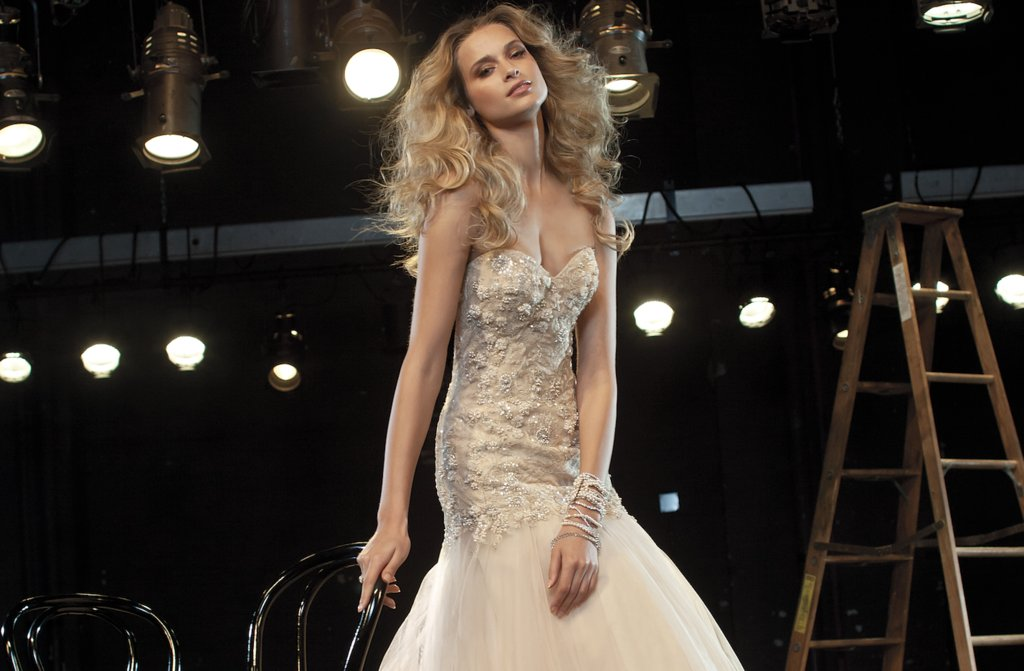 Bombshell-wedding-hair-watters-bridal-gown.original.full