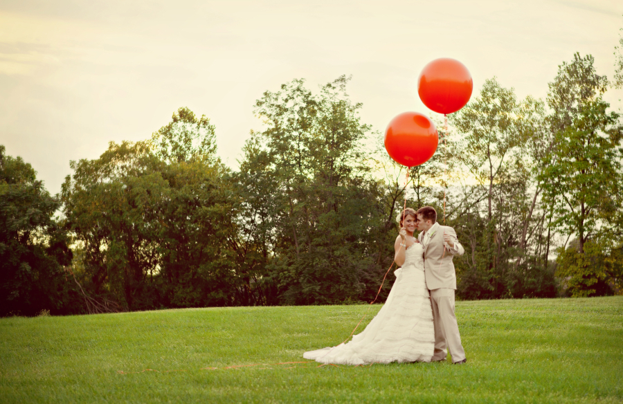 Couple%20with%20balloons%20cropped.full