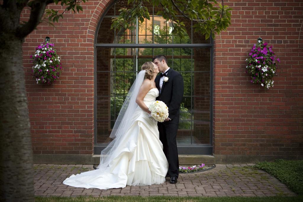 Best-detroit-wedding-photographer_0601.original.full