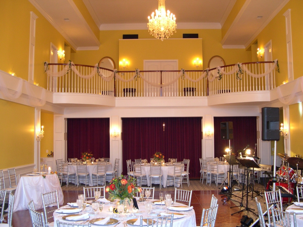 Ballroom%20with%20decorate%20balcony.full
