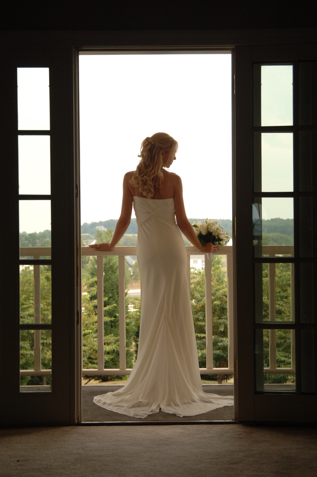 Bride%20on%20top%20balcony.full