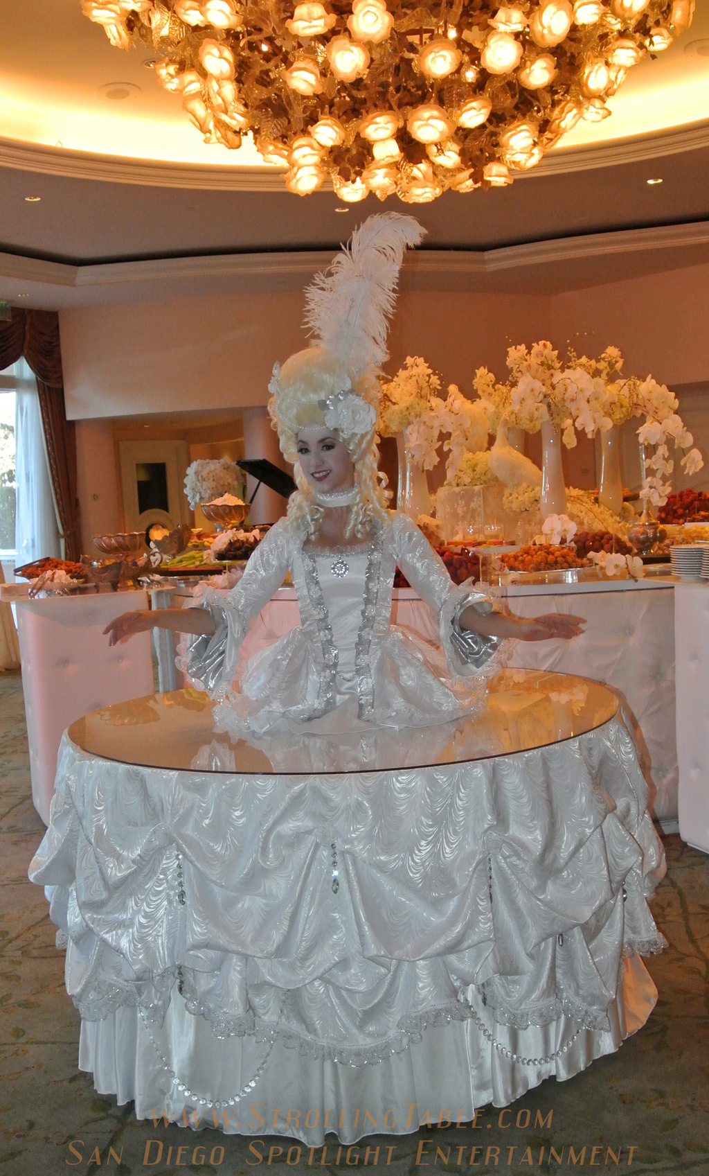 Marie_antoinette_strolling_table.full