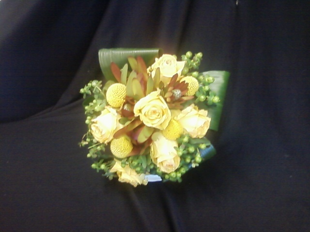 Yellowrosebouquet1.full