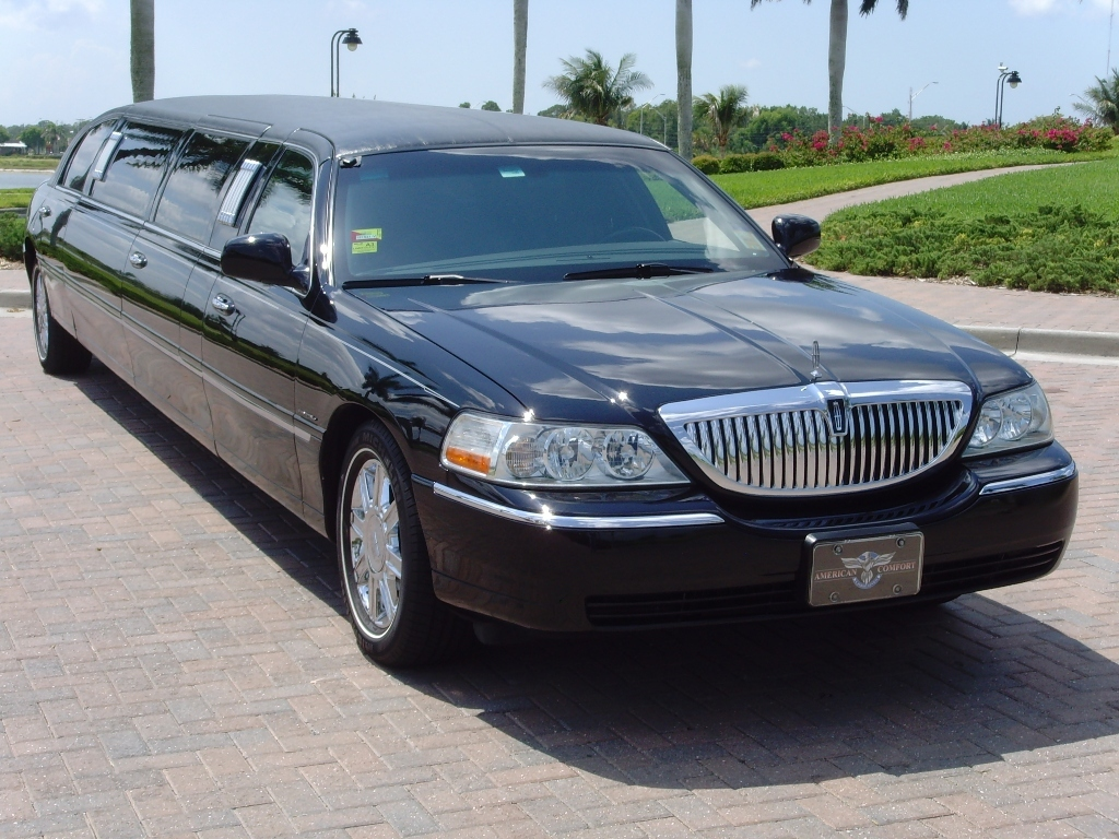 Limo%20lely%20pic%207%20front%20of%20limo.full