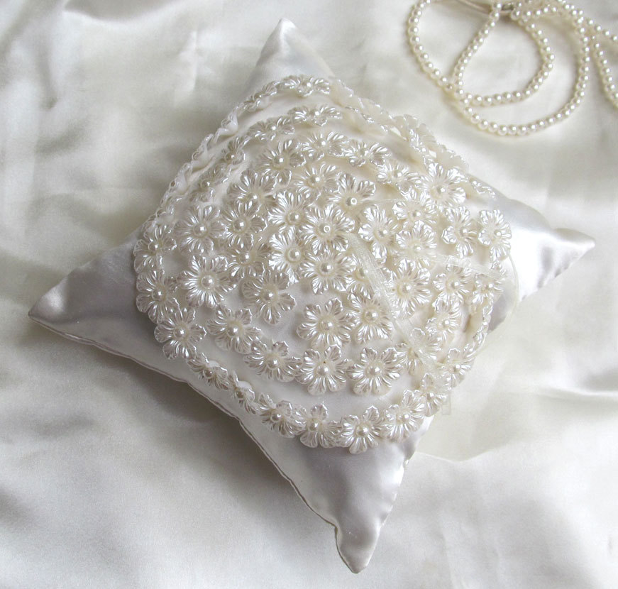 Pearl%20and%20floral%20ring%20pillow.full