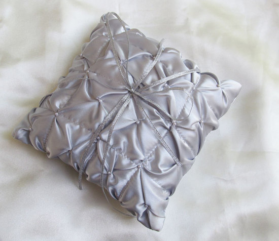 silver ruffled ring pillow