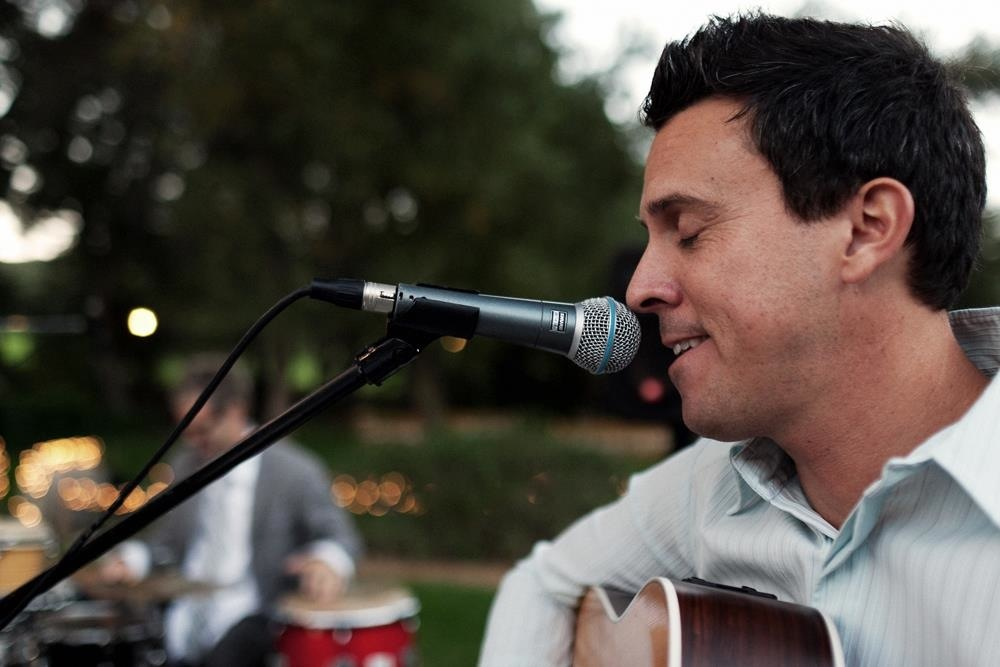 Mike-brian-entertain-at-a-temecula-wedding.full
