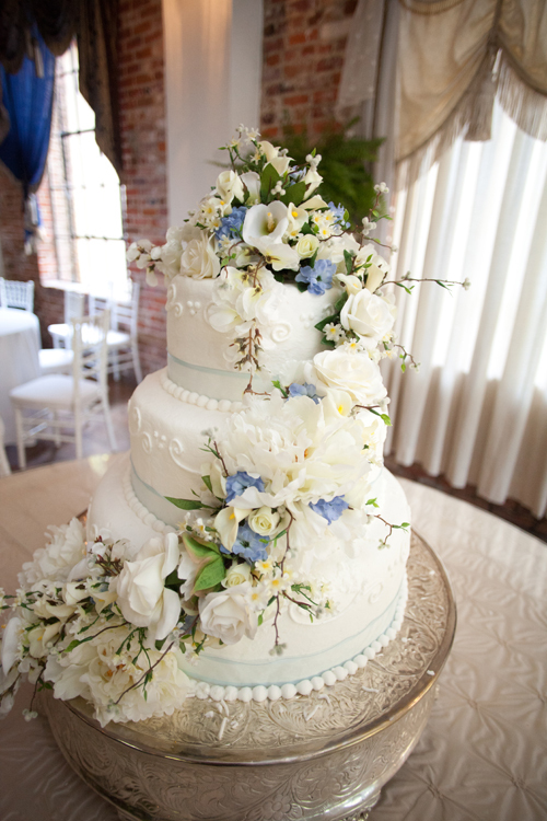 Louisiana Wedding Cake inspired by nature