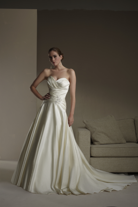 Sincerity Bridal wedding dress for larger bust