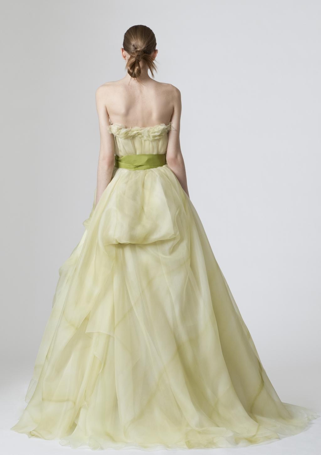 Vera-wang-wedding-dresses-spring-2010-9-back.full