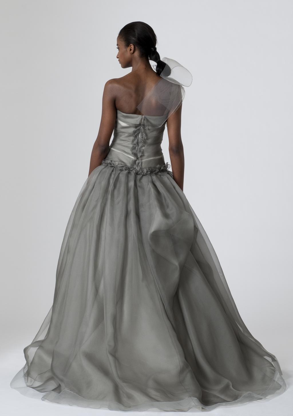 Vera-wang-wedding-dresses-spring-2010-10-back.full