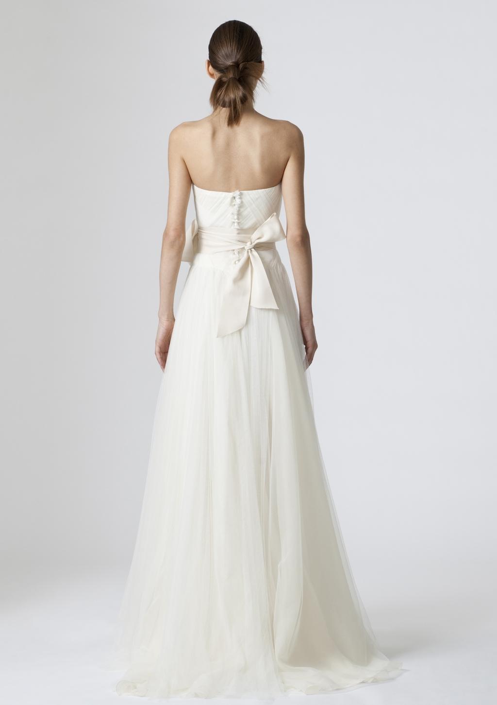 Vera-wang-wedding-dresses-spring-2010-11-back.full
