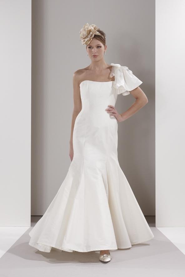 Sassi-holford-wedding-dress-chloe-assymetrical-one-shoulder.full